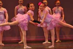 Avery and Zoe ballet big move
