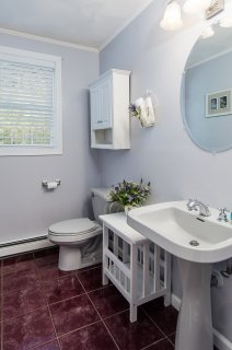 88 Slater Street half bath with pedestal sink