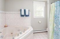 88 Slater Street master bath with Jacuzzi soaking tub