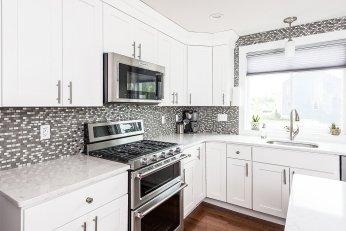 81 Avalon Drive light and bright kitchen